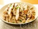Рецепта Паста пене със сметана и печено пилешко месо